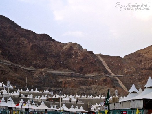 Way to heaven? :eek: Nope, Mr. Mian said it's a shorter way to reach Jamarat than the 'normal' way by road