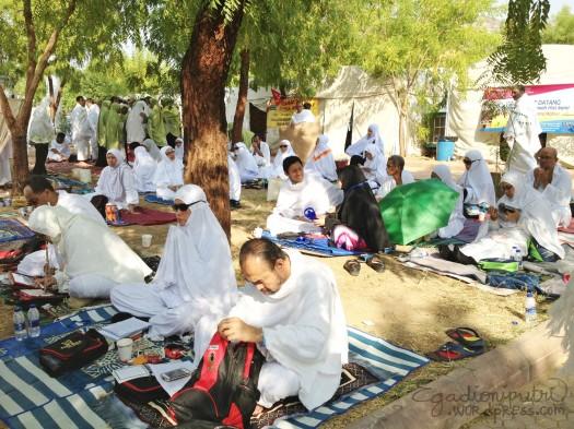 8.2a - wuqoof in Arafat